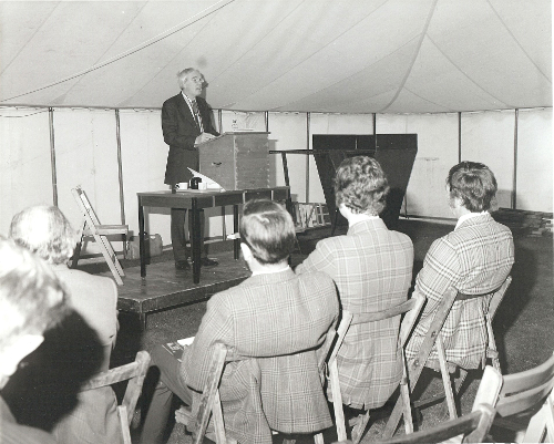 1977 Terry Boundy addresses the audience